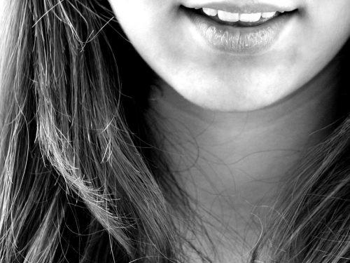 Zalety i wady implantów zębowych