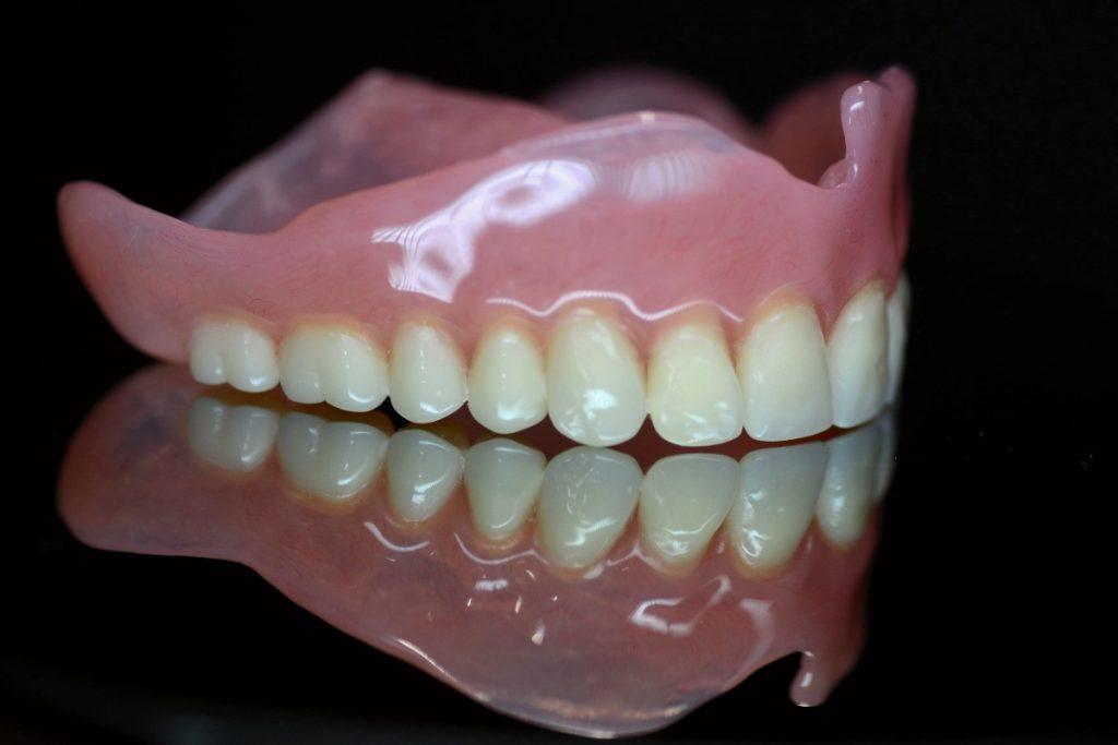 Proteza akrylowa górna całkowita