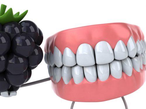 Przebarwienia zębów – jak uniknąć tych spowodowanych przez owoce