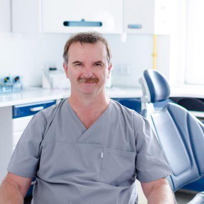 Andrzej Moroń - Lekarz dentysta